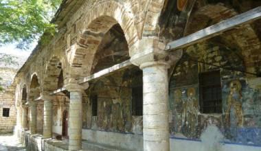 Kishat shqiptare te lena ne harrese jane duke u restauruar