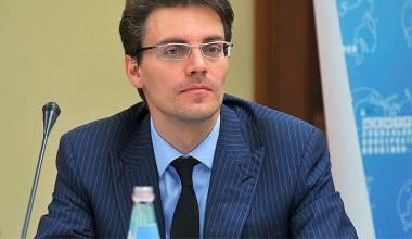 Qeveria ruse do të promovojë vlera konservatore, thotë aktivisti më në zë Aleksei Komov ov
