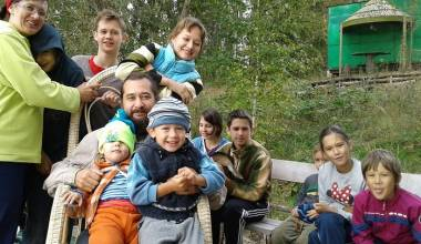 """Raising Eleven Children in Russia - """"A Wife Needs to Feel a Man's Strength"""""""