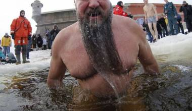 Christian Shock: 2 Million Russians Plunge Into Frozen Ponds for Jesus (Video)