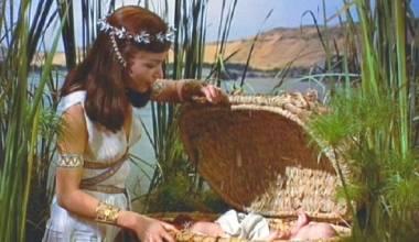 Një arkë e vogël: Pagëzimi i Moisiut foshnjë