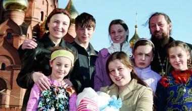 Rusët kanë nevojë për familje të mëdha dhe shumë fëmijë për të shpëtuar të ardhmen e Rusisë
