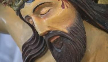 В саратовском храме на венце старинного распятия Христа распустились почки