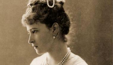 A Bela Princesa Alemã Soterrada Viva por Psicopatas Bolcheviques
