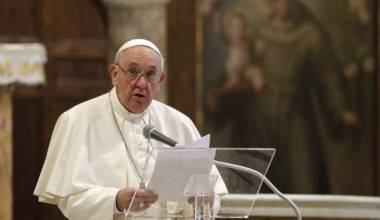 Papa Francesko promovon bashkimet e të njëjtës gjini në një dokumentar të ri