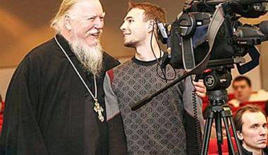 Famous Russian Priest Debates Defiant Feminist on Chastity (VIDEO)