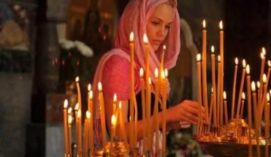 Почему русские женщины по-прежнему ходят в церковь с покрытой головой? (Подсказка есть в Библии)