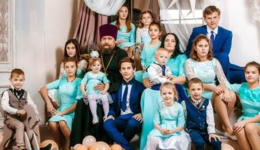 Russia Awards 'Best Families' of 2017 in Nationwide Competition