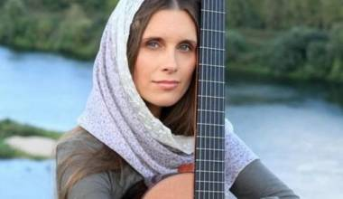 Kisah Transformasi Hidup Seorang Aktris Rusia Setelah Bertemu Seorang Imam yang Tidak Biasa (Svetlana Kopylova)