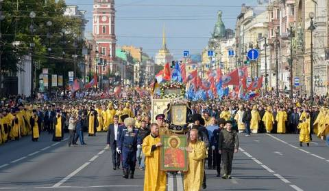 150,000 March in St. Petersburg, Russia, Cross Procession (Video)