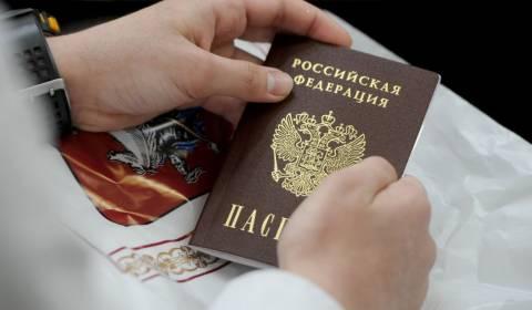 Russland erlaubt doppelte Staatsbürgerschaft, was es einfacher macht, einen Pass zu bekommen