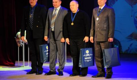 Exemplary Fathers Receive Medals at Russian Holiday for