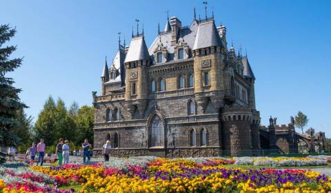 7 Gothic Castles in Russia (PHOTOS)