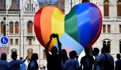 Hungría declara que los activistas LGBT no podrán entrar en los colegios, mientras que la UE abre una investigación sobre la ley que restringe la promoción de la homosexualidad