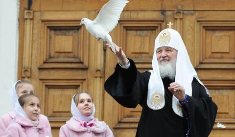 Patriarch Kirill Gives Blessing to Provide Material Aid to Needy Clerics in Moscow