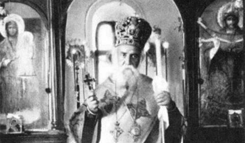 Një Mrekulli Paskale : Shën Nektari i Egjinës zbret nga qielli për të kremtuar Liturgjinë