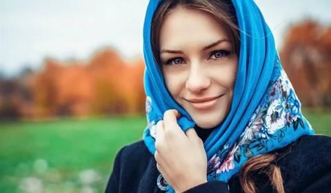 Las mujeres rusas siempre usan pañuelos en la cabeza a la iglesia. Este es el por qué.