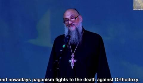 O Mundo Cristão Degenera-se em Paganismo Bárbaro e as Corporações Transnacionais Riem (VÍDEO)